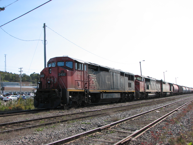 CN 2432 on train 405 in Saint John, NB