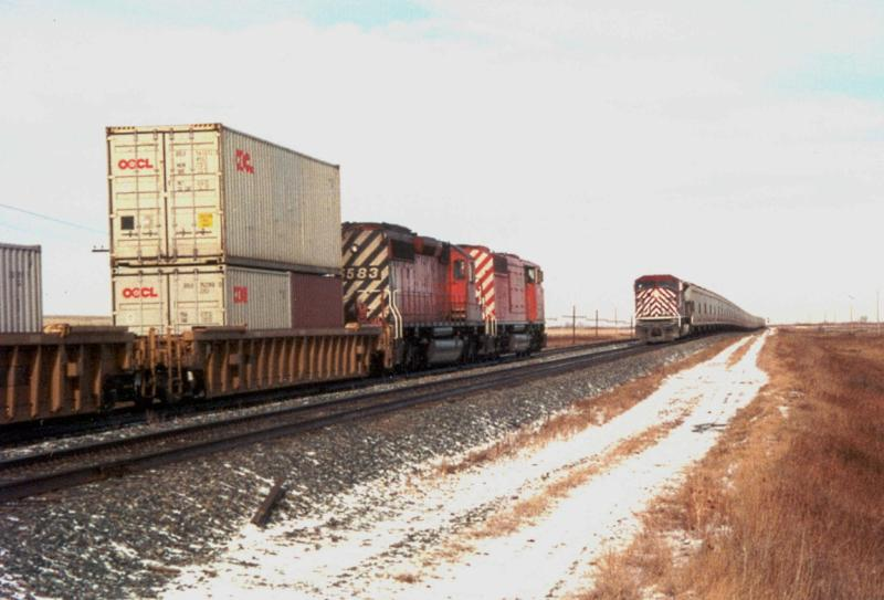 CEFX 106 meets a train in Caron SK
