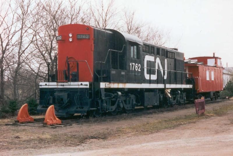 CN 1762 in Kensington