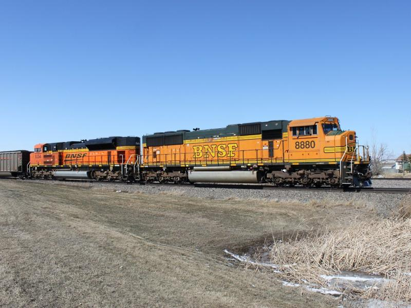 BNSF 8880 and 9354 in Grand Forks