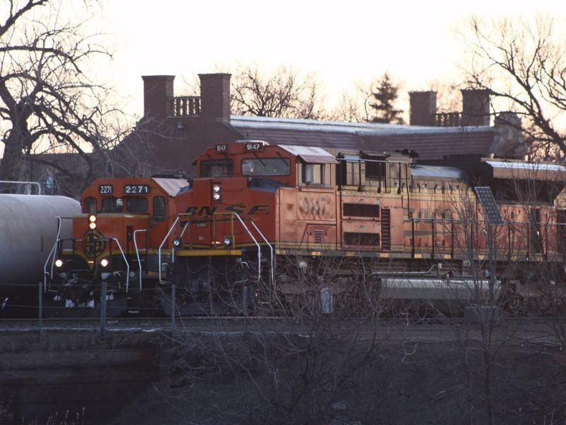 BNSF 9147 and 2271 in Grand Forks, ND 2011/03/28
