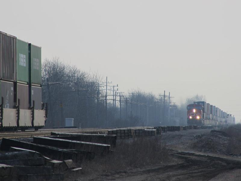 CN 111 overtakes CN 115 in Winnipeg