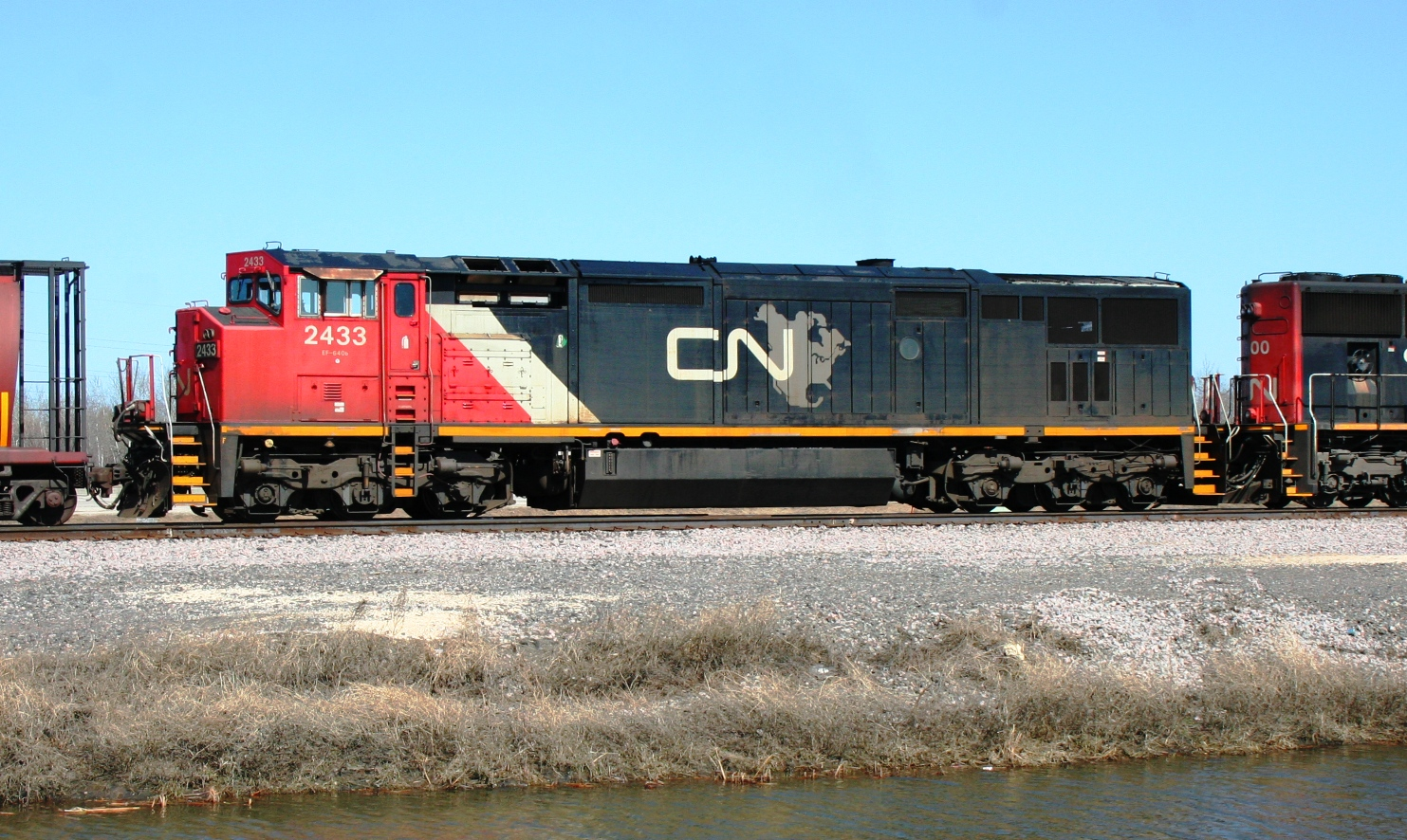 CN 2433 in Winnipeg, MB 2011/04/11 by Steve Vallis