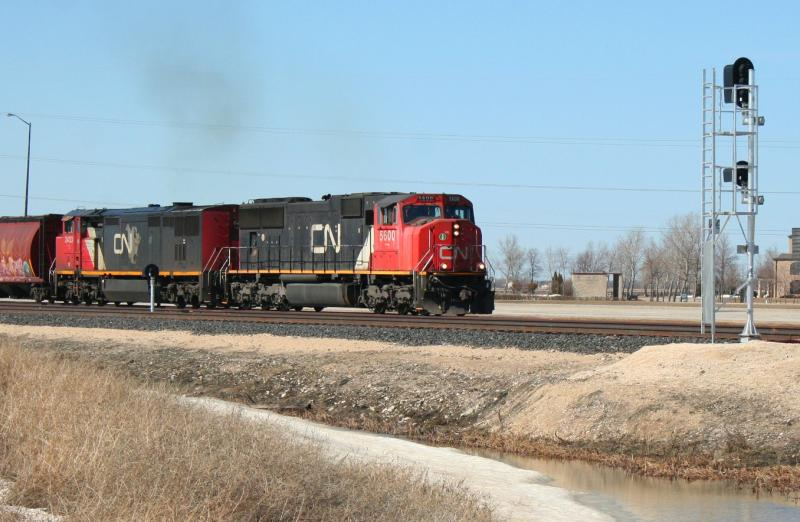 CN 5600 in Winnipeg, by Steve Vallis