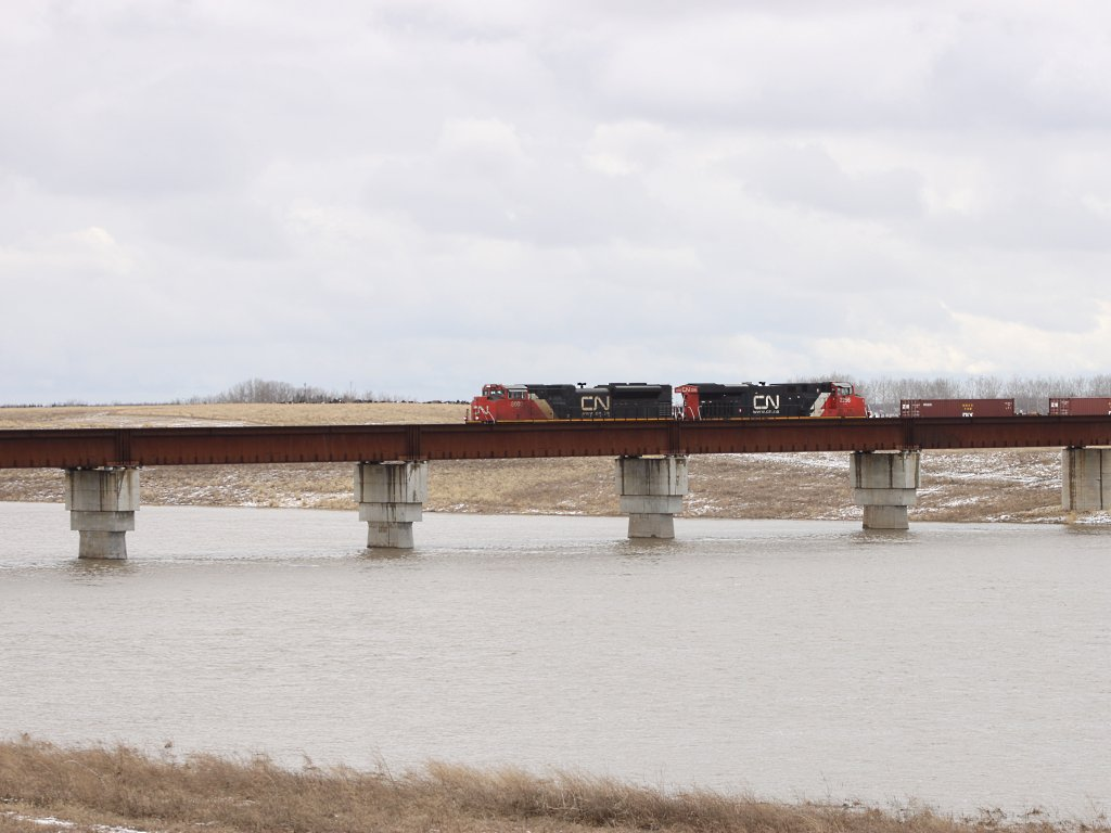 CN 8000 and 2256 on the Floodway