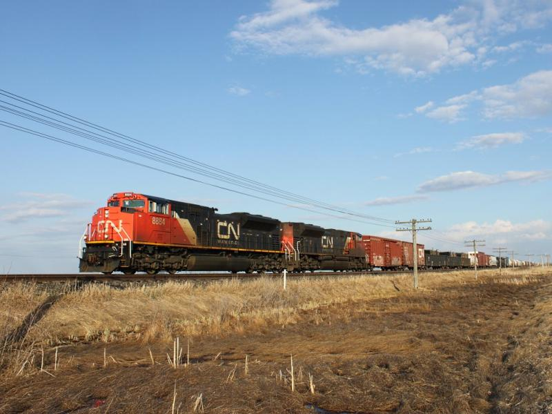 CN 8884 near Winnipeg, MB 2011/04/24
