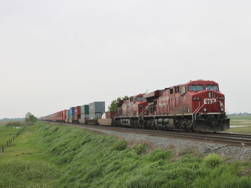 CP 8715 at Carseland, AB 2010/06/18
