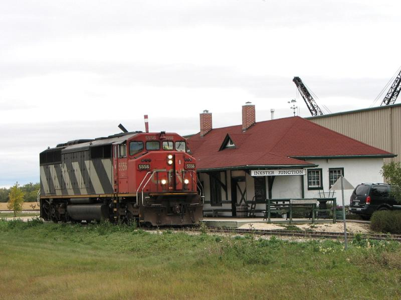 CN 5556 in Winnipeg at Inkster Junction