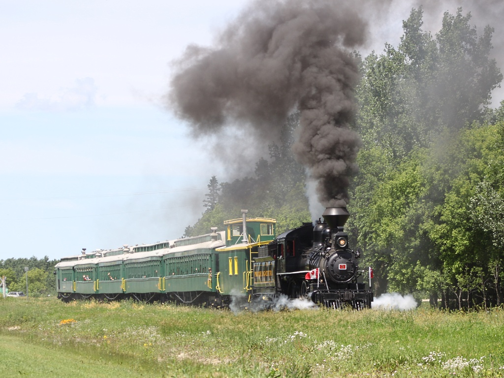 The Prairie Dog Central steam train leaving Grosse Isle, MB 2011/07/01