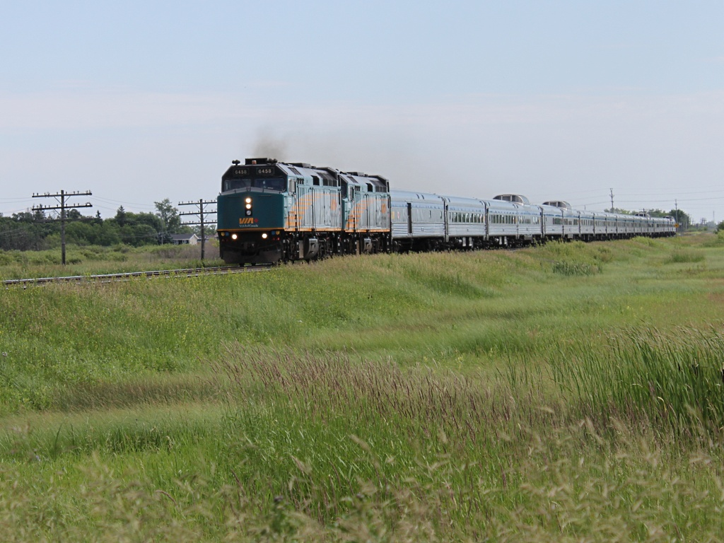 VIA 6458 in Winnipeg, MB 2011/07/04