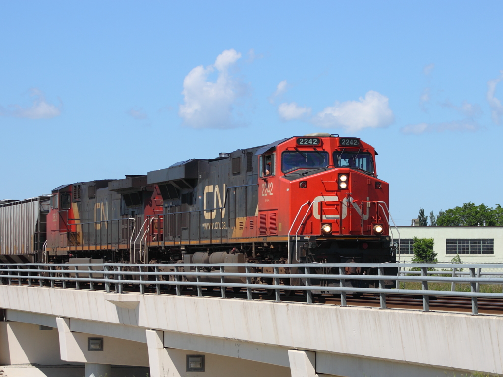 CN 2242 in Winnipeg, MB 2011/07/07