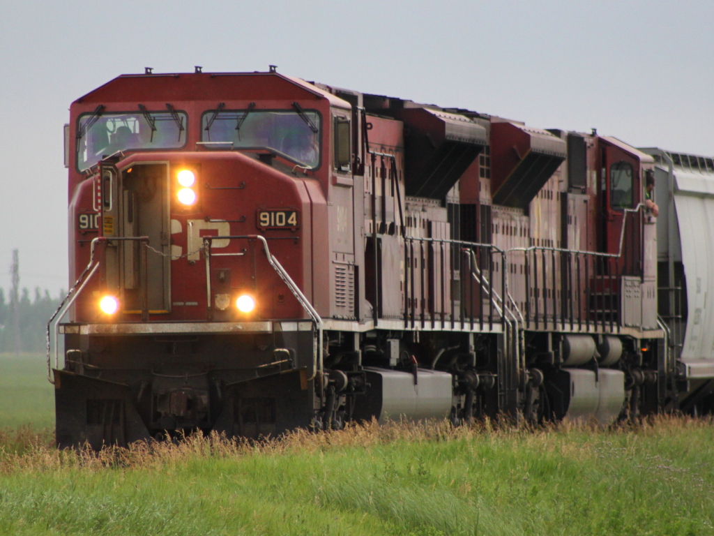 CP 9104 Approaching La Salle, MB 2011/07/20