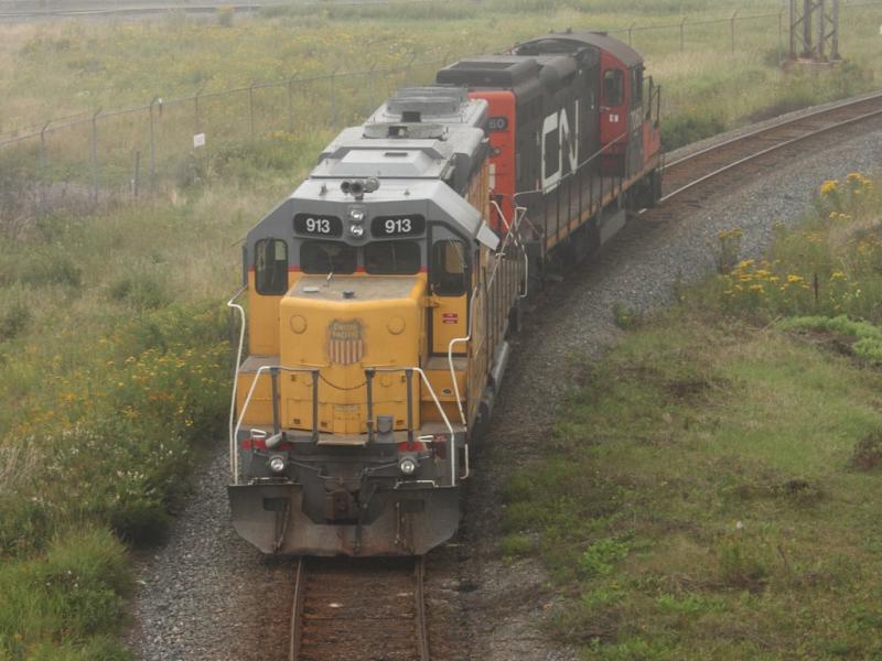 HLCX 913 and CN 7060 in Saint John