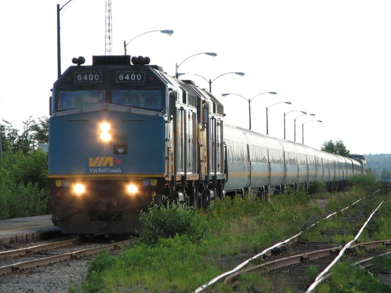 VIA 6400 in Miramichi, NB 2007/08/10