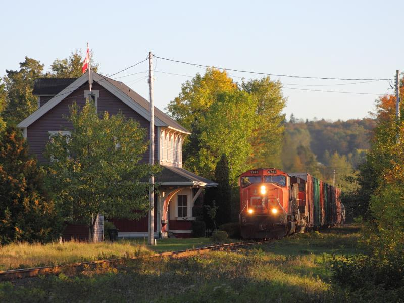 CN 5743 in Rothesay, NB 2011/09/28