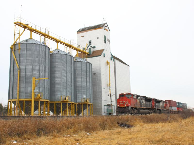 CN 8018 at Dugald Manitoba