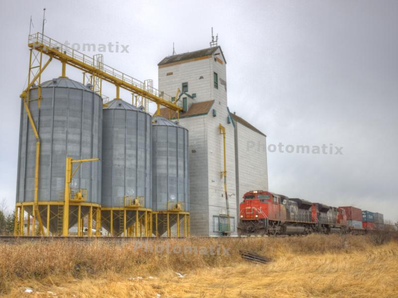 CN 8018 in Dugald Manitoba