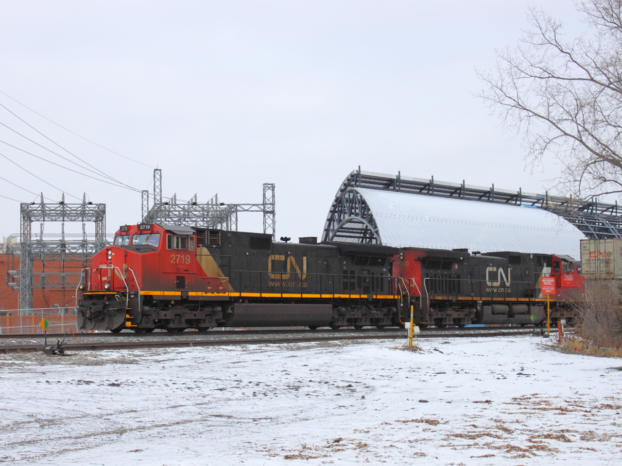 IC 2719 in Winnipeg, MB 2011/12/03