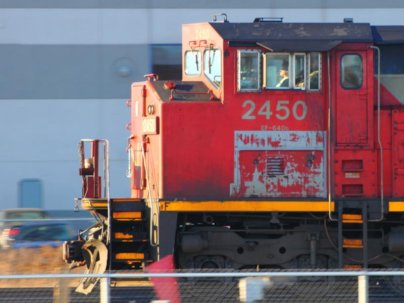 CN 2450 in Winnipeg, MB 2011/12/21