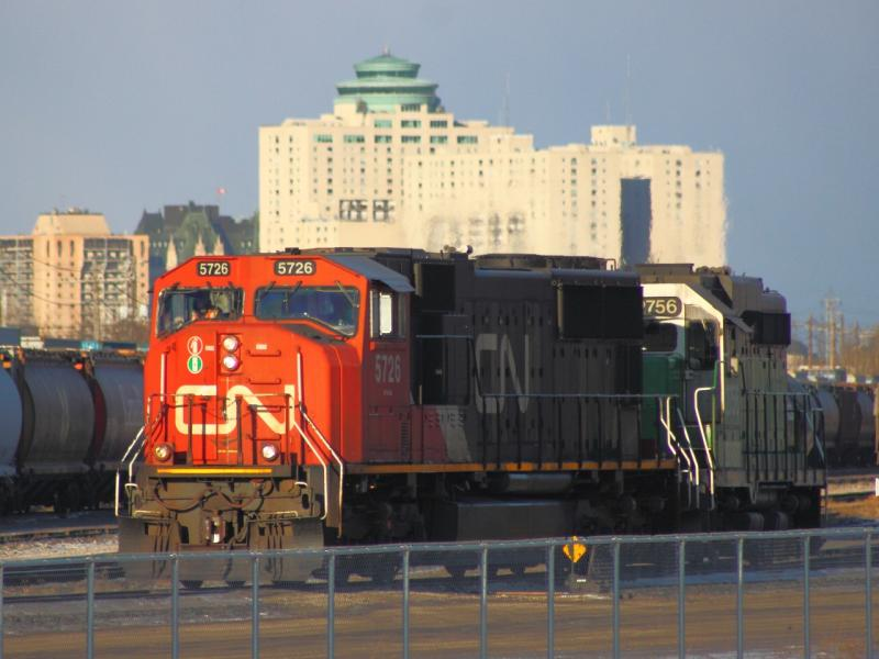 CN 5726 and BNSF 2756 in Winnipeg