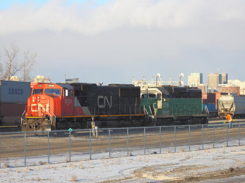 BNSF 2756 and CN 5726 in Winnipeg