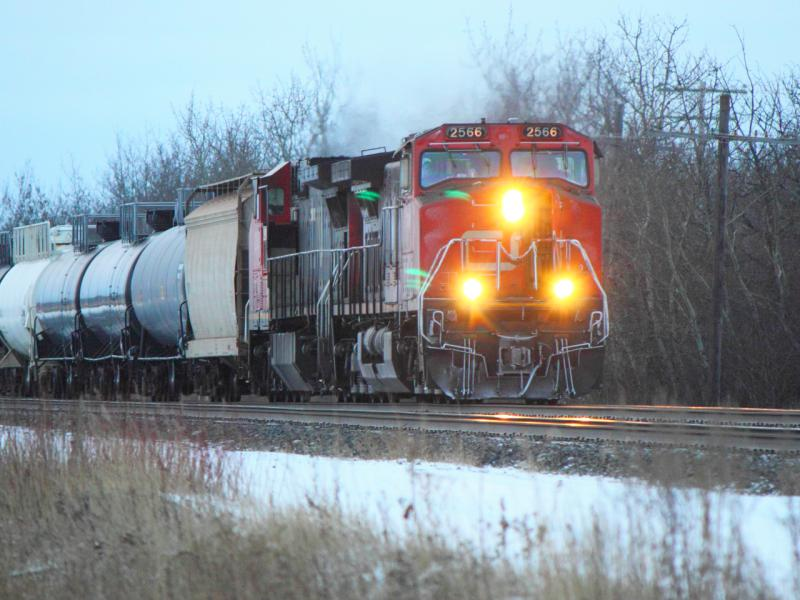 CN 2566 in Winnipeg, MB 2011/12/30