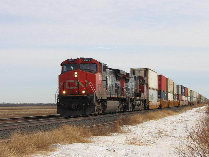 CN 2676 leading CN 111 in Winnipeg