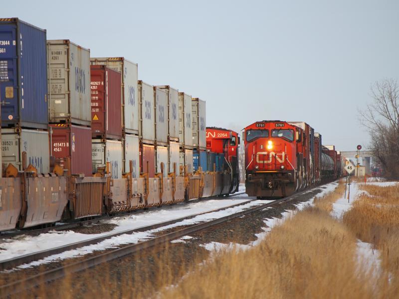 CN 5761 and 2264 meet