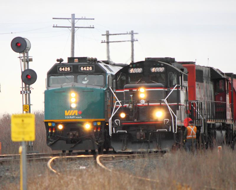CEMR 4000 and VIA 6426 in Winnipeg, MB 2012/03/29