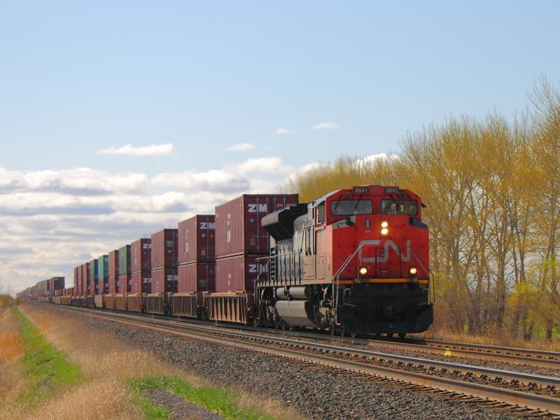 CN 8841 in Winnipeg at Hall Road