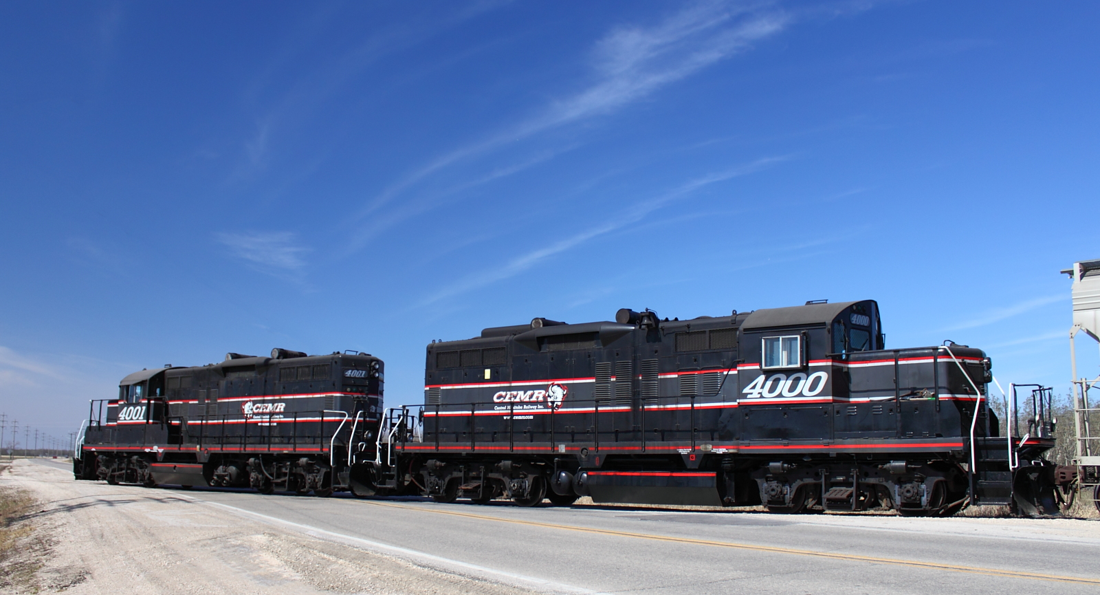 CEMR 4000 and 4001 in Winnipeg, MB 2012/04/12
