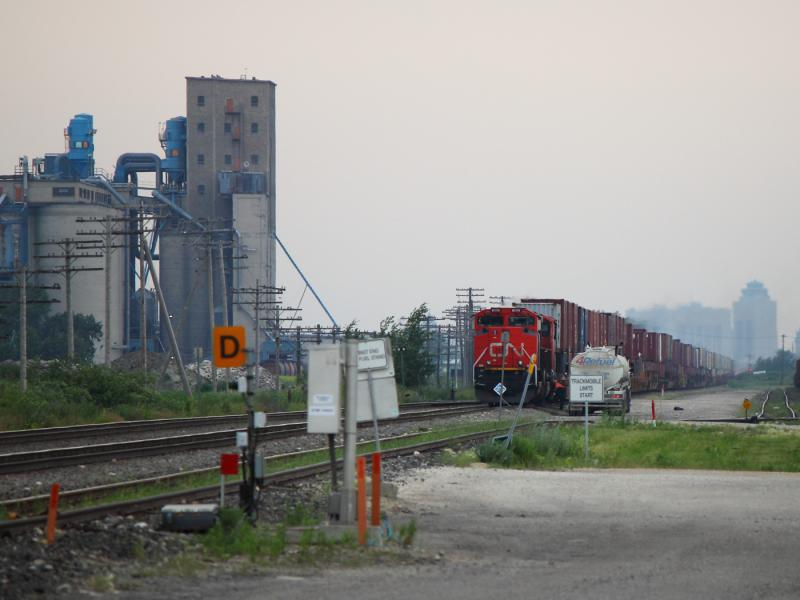 CN 8899 in Winnipeg, MB 2012/07/02