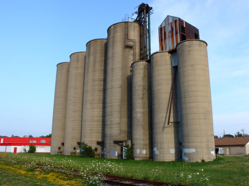 The grain elevator in Essex, ON 2012/07/18