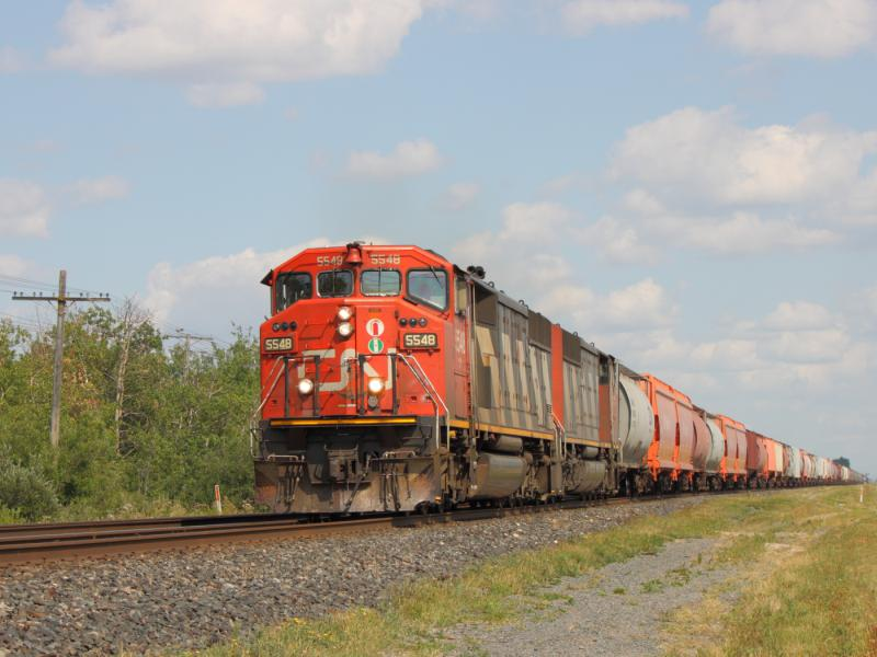 CN 5548 in Winnipeg