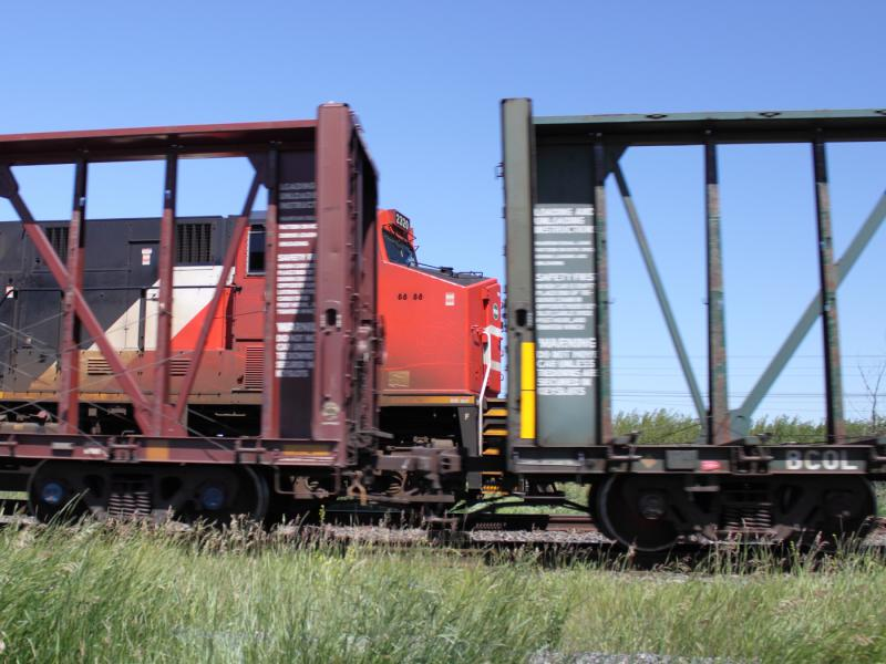 CN 2320 through a flatcar
