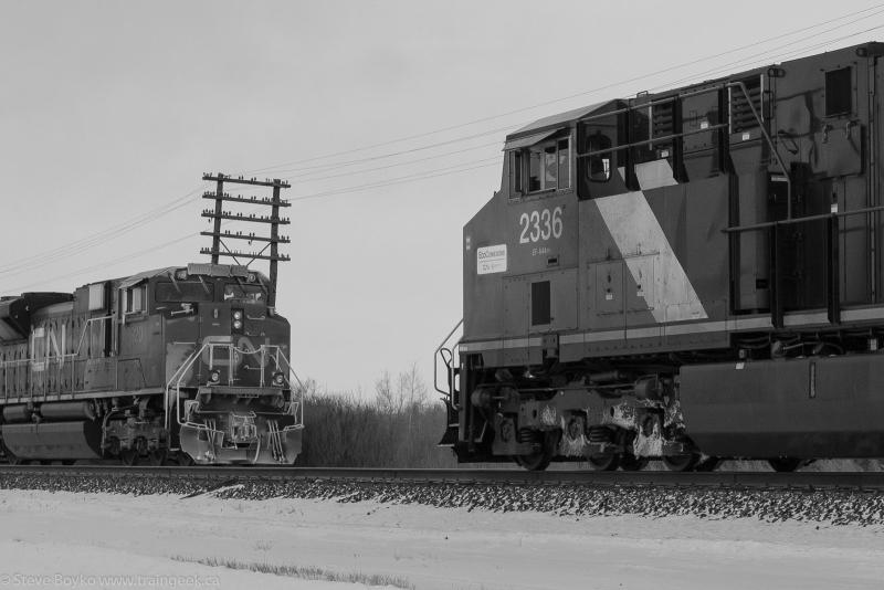 CN 2336 meets CN 8920 in Winnipeg