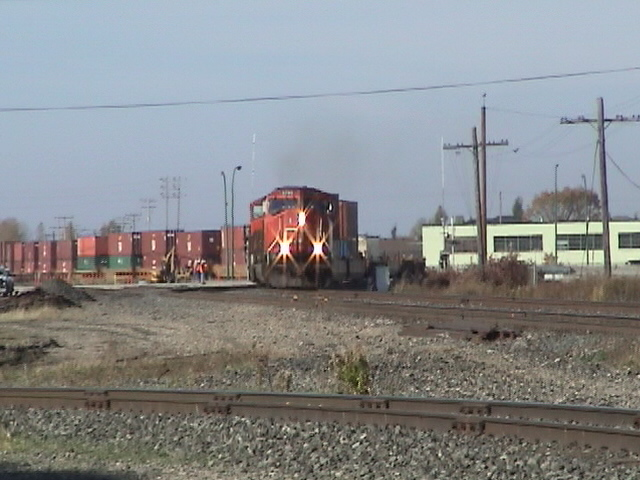 CN 5795 on shoofly track over Kenaston Boulevard