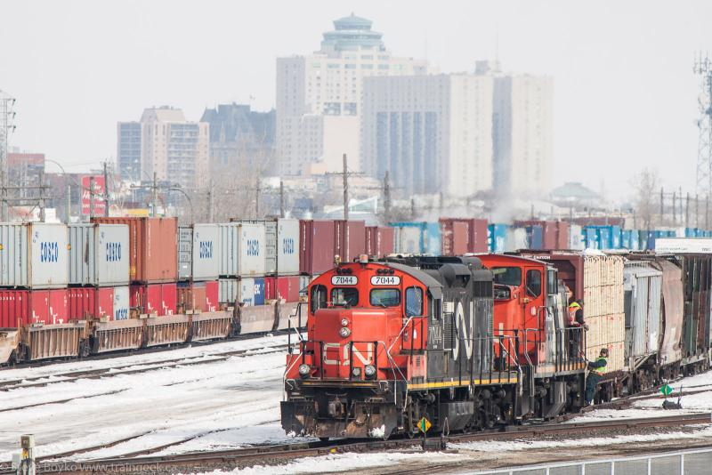 CN 7044 works the Fort Rouge yard in Winnipeg