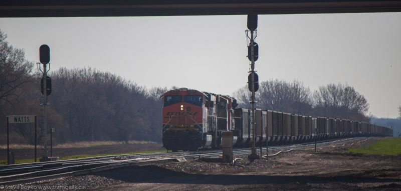 BNSF 5884 near Dilworth Yard