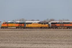 UP 4061 and BNSF 4860 in Drayton, ND 2013/05/12