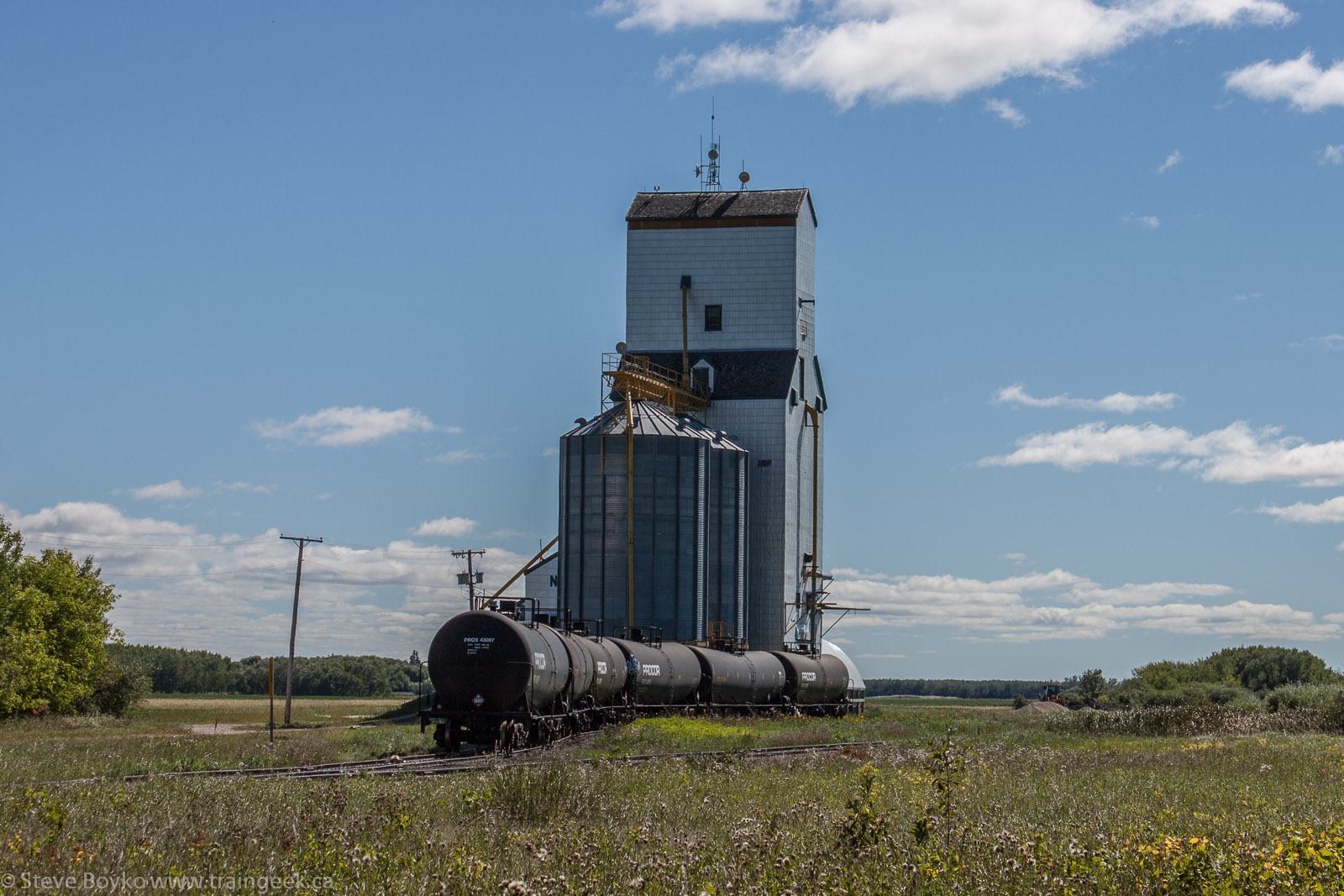 The grain elevator in Netley, MB 2013/09/01
