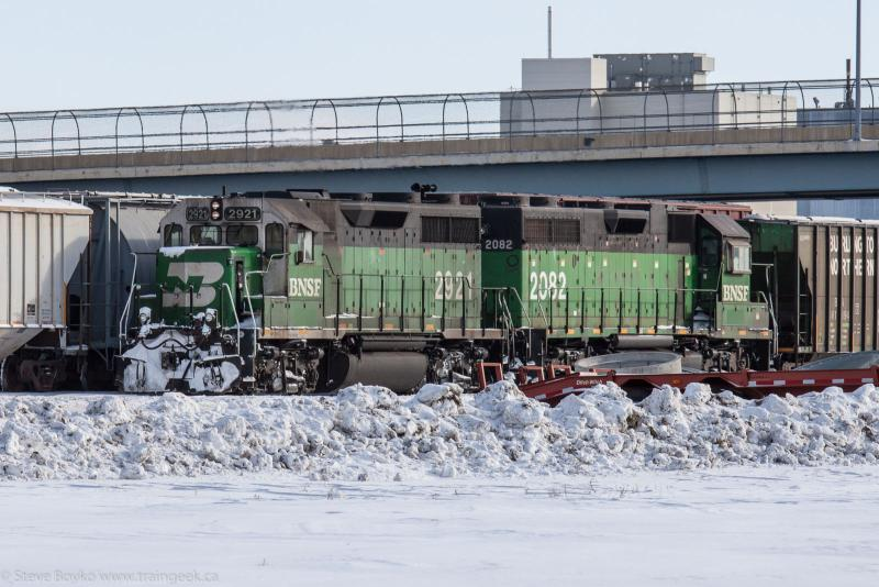 BNSF 2921 and BNSF 2082 in Grand Forks