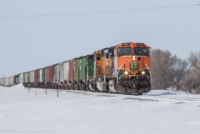 BNSF 962 approaching Grand Forks