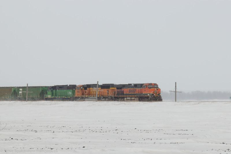 BNSF 962 approaching Hillsboro North Dakota