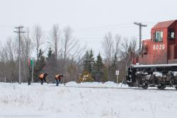 CP 6029 and crew at Grande Pointe, MB 2014/03/09
