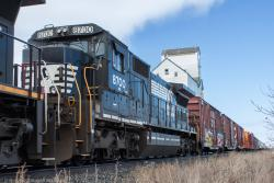 Norfolk Southern 8700 at Dufresne, MB 2014/04/11