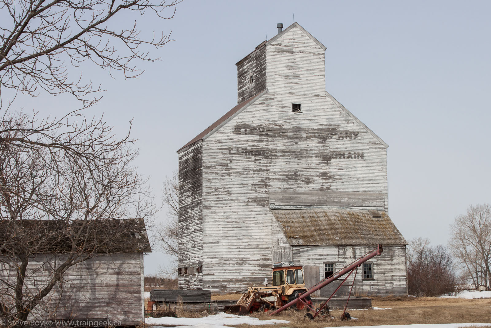 Stevens and Company grain elevator in Fannystelle, MB 2014/04/18