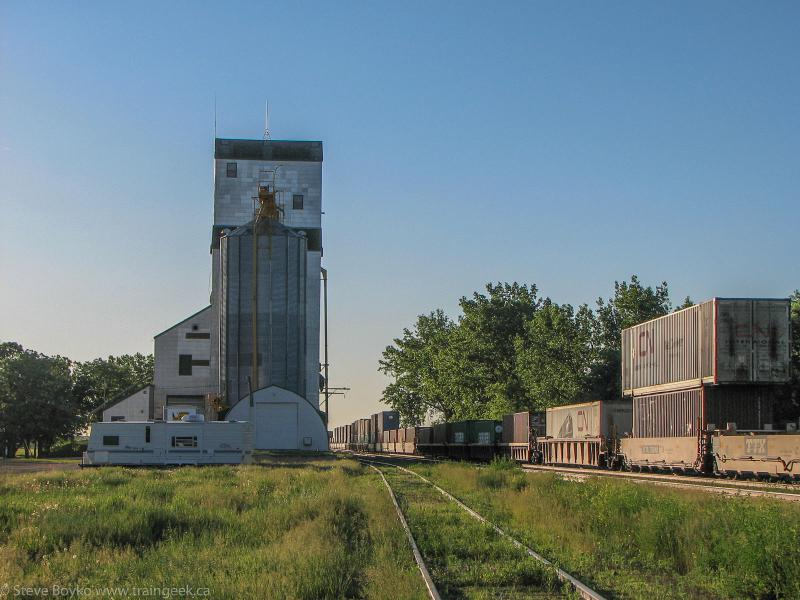 The Oakville grain elevator 2009/06/23