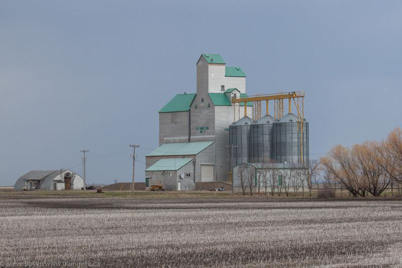 The Fredensthal West grain elevator, May 18, 2014.