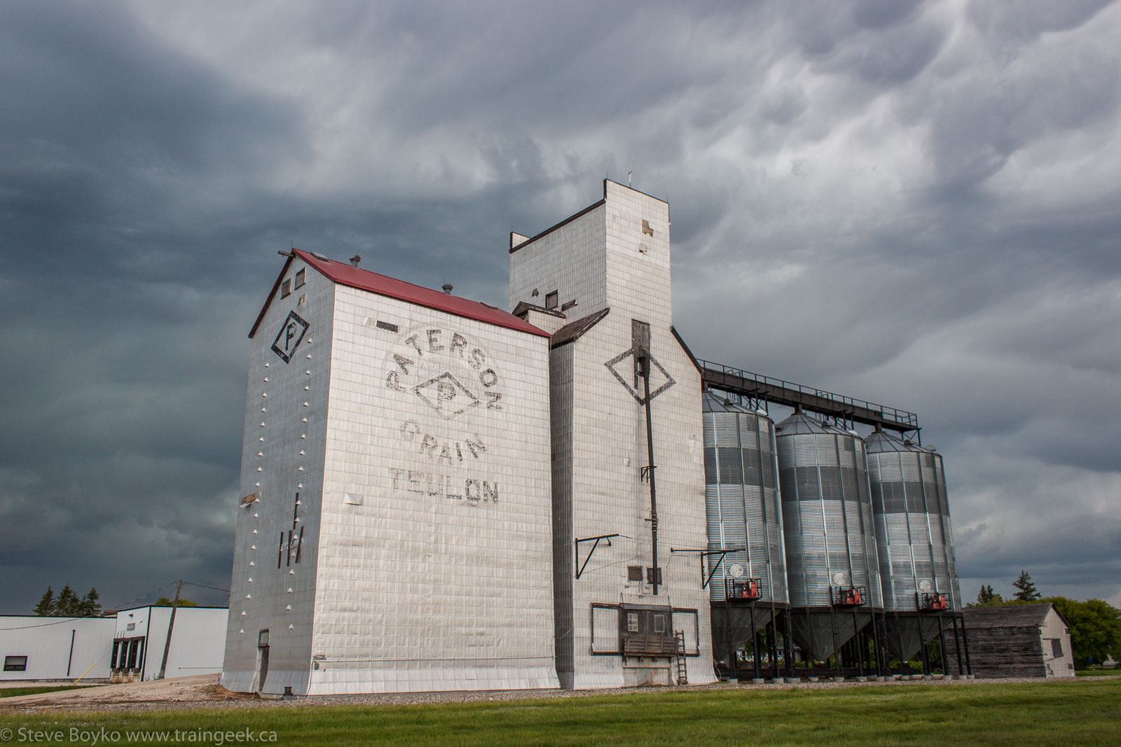 The Paterson grain elevator in Teulon, MB 2014/06/21